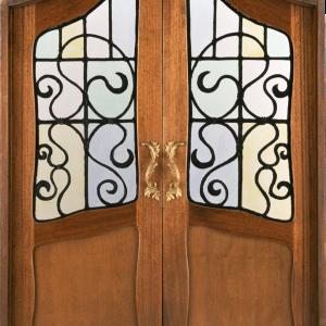 красивая закрытая дверь